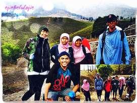 #3. Awal, 6 personil to Gunung Cikuray. Kika bawah kanan : Yuni, Kangmang, Amam, Ejie, Mida, Irwansyah