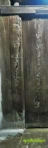 Pintu Masuk Kesultanan Kanoman yang terbuat dari kayu jati dan berusia 500 tahun (ejie sedikit lupa angkanya, maaf). Dibuka hanya saat tertentu saja.(doc pribadi)