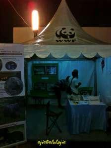 1 booth dengan bang Ucok dan mas Mambo, pecinta alam penyuara kehidupan gajah di Riau(doc pribadi)