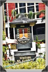 Semarang Nol Kilometer di depan Kantor Pos Kota Lama Semarang(photo by Tides)
