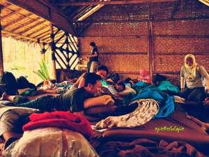 2 dari perusuh yang memporak-porandakan kerapian saung, Kadonna dan Kabayo. katin kemana yah?(doc by Ongston Obe)
