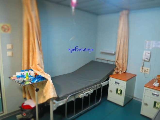 Ruang kesehatan dan kasur tempatku berada saat sakit. I was there....(doc Kadeplog, photo by me)