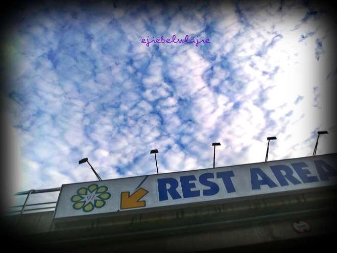 Rest area - 97 nya terpotng saat memotertnya dari dalam mobil dan buru-buru. Hhaaha(doc pribadi)