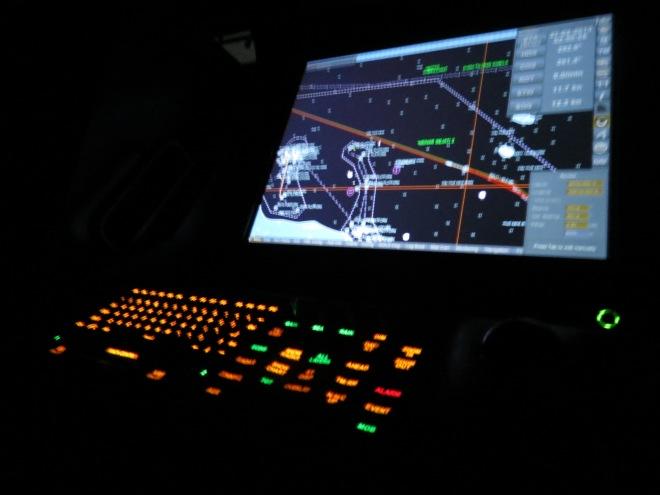 Ini ruang anjungan yang gelap pun romatis dengan lampu dari layar navigasinya.(doc Kadeplog, photo by me)