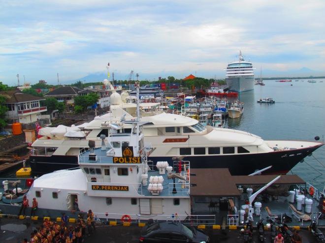 Fot yang diambil dari anjungan KRI Surabaya 591(doc Hikmah photo by me)