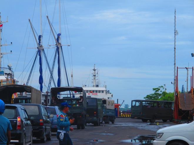 Rombongan Pramuka dengan konvoi kendaraannya(doc Hikmah photo by me)