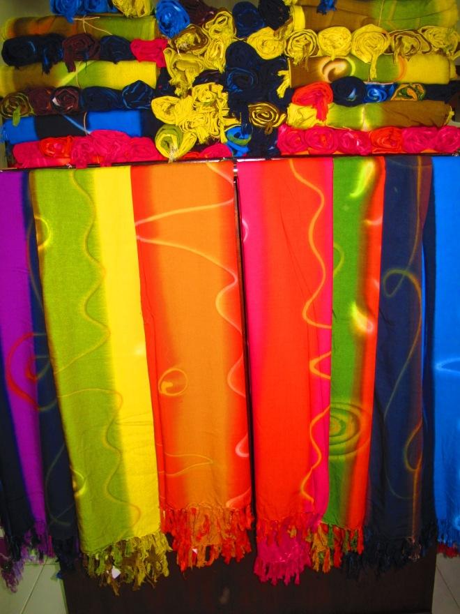 Kain Bali yang banyak diminati. Full colours!(doc Hikmah photo by me)