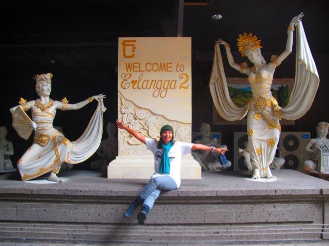 Hhooohoho... makasiy Kapten sudah fotoin Ejie :)(doc Hikmah photo by Kapten Bambang)