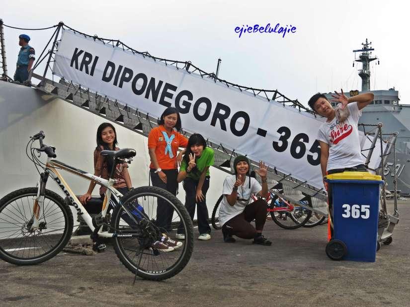 Saat sandar di Koarmatim Surabaya(doc Hikmah)