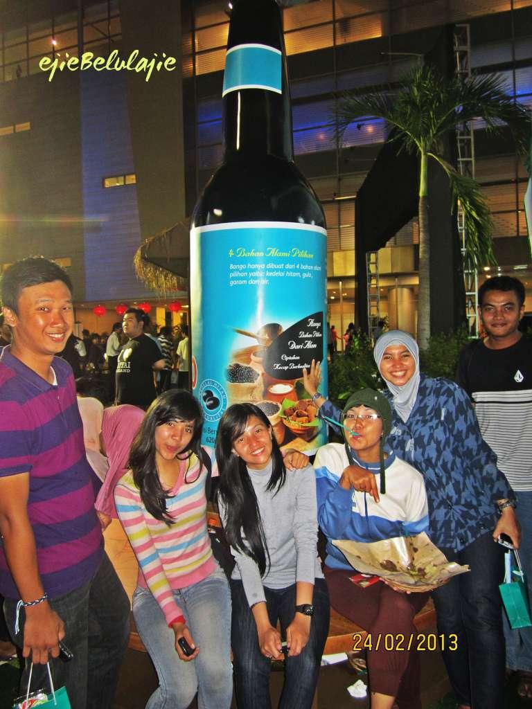 Keluarga kucing di wisata legenda kuliner nusantara, power by kecap bango, Surabaya.(doc Hikmah/Kadeplog, saya lupa! hahahah)
