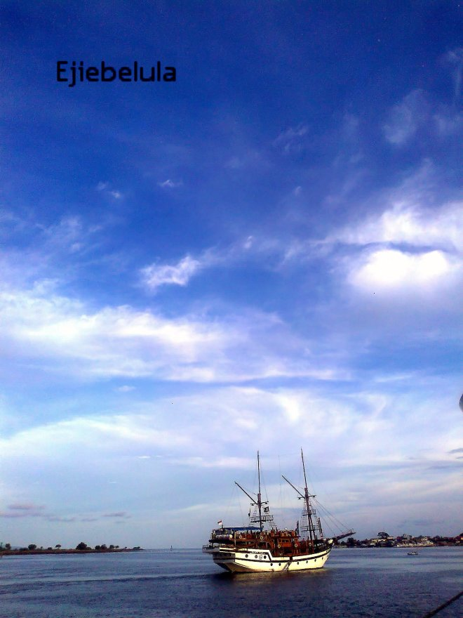Langit Pelabuhan III Benoa, Bali, 06:08 PM. Senja yang cerah.(doc pribadi)
