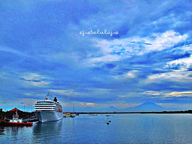 Langit, laut, gunung = sukaaaaaa (doc Hikmah photo by me)