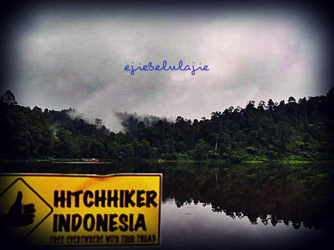 Danau Situgunung, wisata pertama yang menjadi bagian dari perjalanan hithing kami kesana. Senangnyaaaaa ^_^ (doc Titin)