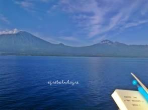 Menurut temanku, ini adalah Tambora. Saat itu aku tengah berlayar pada Pelantara II di Februari 2013 dan berada di perairan Lombok (doc pribadi)