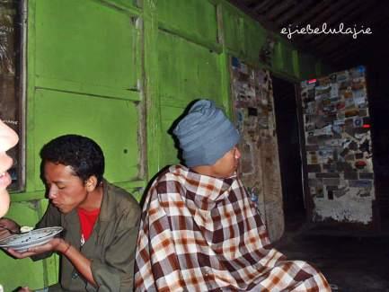 Makan malam di basecamp Merapi (doc pribadi)
