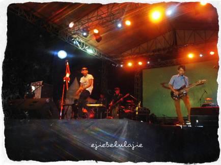 Penampilan panggung di lapangan Prabujaya. (doc Hendri)