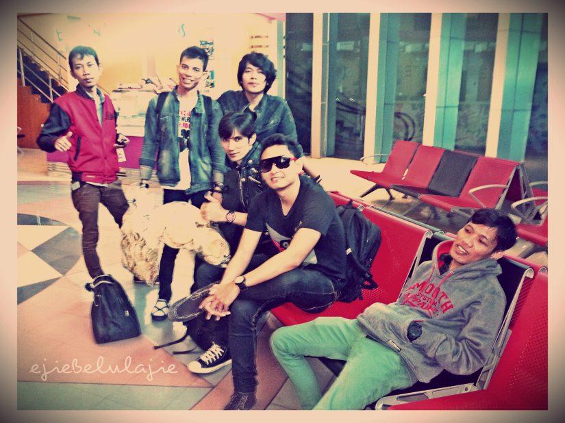 Bandara Sultan Mahmud Badaruddin, sepulang konser GG Mild di Prabumulih (01/05) (doc pribadi)