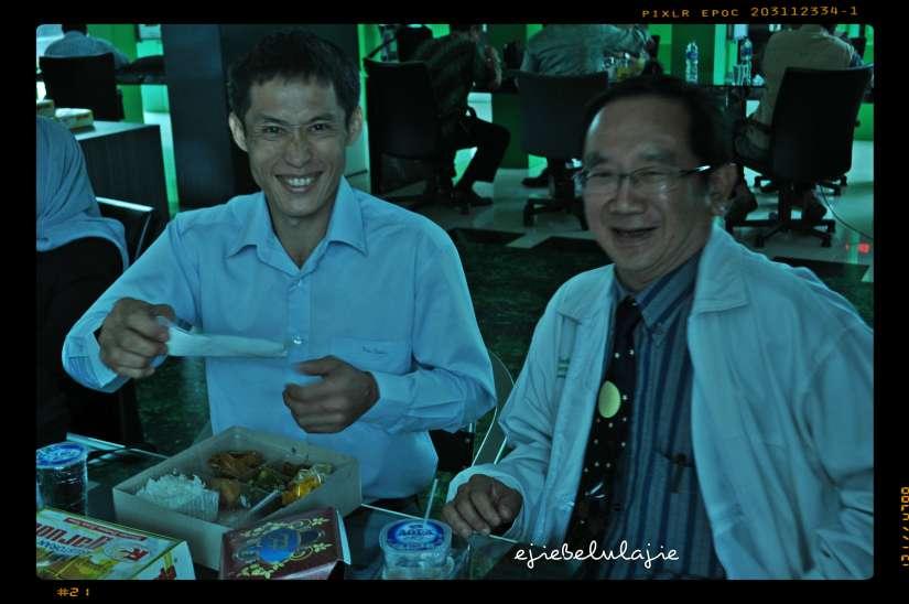 Kiri, Ejie lupa nama photographer dan juga seorang it asal Thailand ini. Maaf ya? :) Kanan: Mr. Wisit yang baik. (doc pribadi)