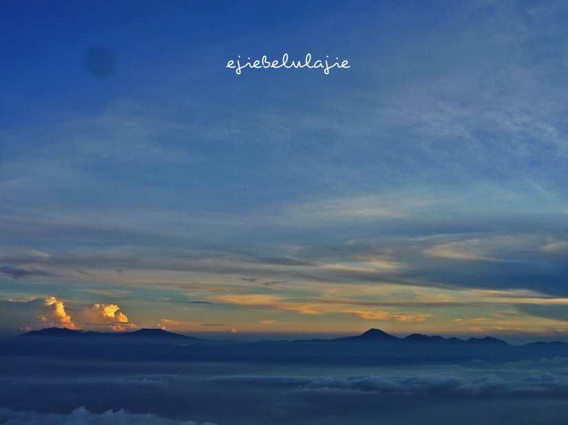 Jajaran gunung di Bandung.  Mana yang belum didaki? (doc pribadi)