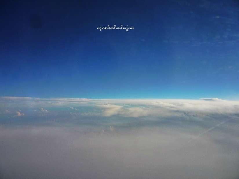 Sunrise Makassar yang terlewatkan, namun aku tak pernah melewatkanmu, bintang. Found u there ;) Taken at 05.57 sebelum landing. (doc pribadi)