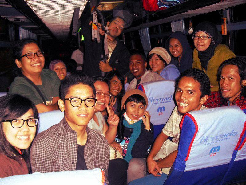 Bus yang membawa kami ke Merak. (doc Pru)