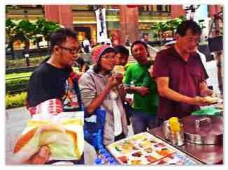 Cobain es krim 1 dollar Sing rasa yang berbeda - Ngee Ann City, Singapore (doc pribadi)