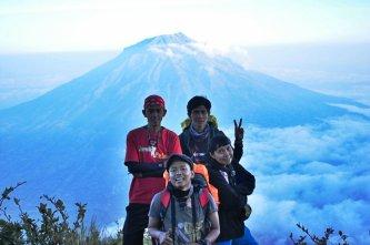 Numpang nampang bersama mereka - Mount Sindoro, Jawa Tengah. (doc pribadi taken by Erore)