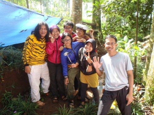 Tanpa janji, bertemu tim HHI perusuh penyelamat dapur Greenpeace di Earth Camp, Perkemahan Oray Tapa, Bandung (doc Katin)