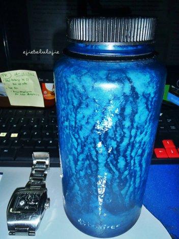 Pagi ini beli jus menggunakan botol minumku yang corongnya gede. Heheheee (doc pribadi)
