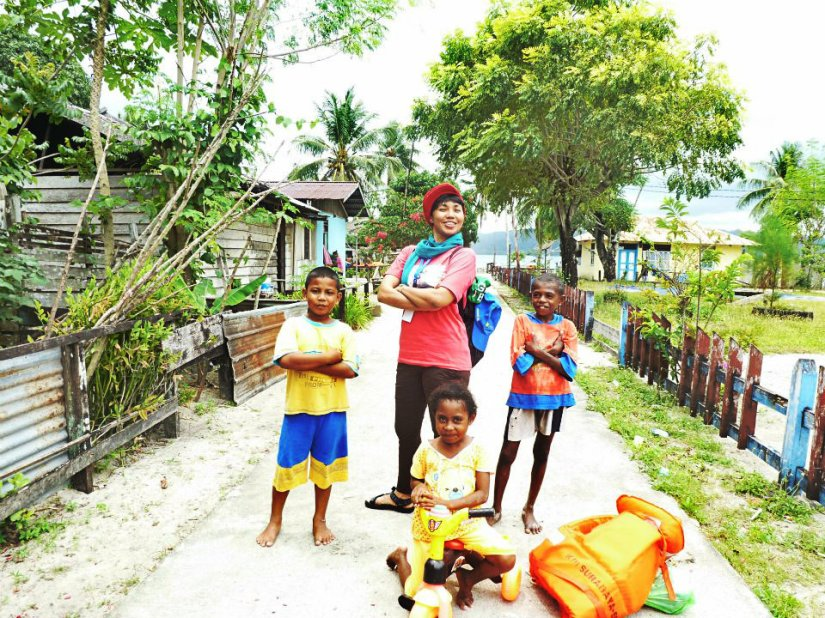 Bersama anak-anak Saonek yang mengikuti gayaku, hahahaaaa (doc Sekar, Bogor)