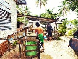 Tempat mandi yang disediakan warga setempat. Airnya bersih dan segar, lho? (doc pribadi)