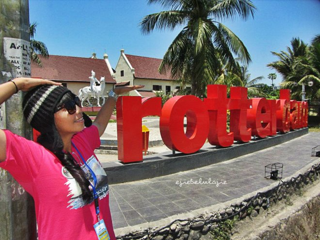 In front of Fort Rotterdam (doc Kak Agus)