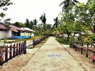 Pulau Saonek yang rapi dan bersih serta beraroma laut! ;) (doc pribadi)