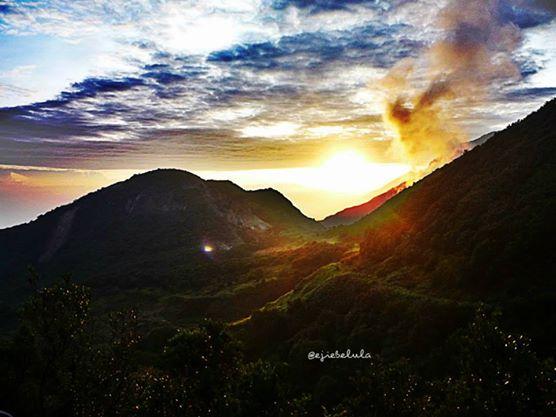 Saw u with my minus eyes.. Sunrise of Mount Papandayan (doc pribadi)