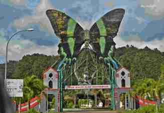 Kupu-kupu raksasa di pintu masuk Taman Nasional Bantimurung. (doc pribadi)