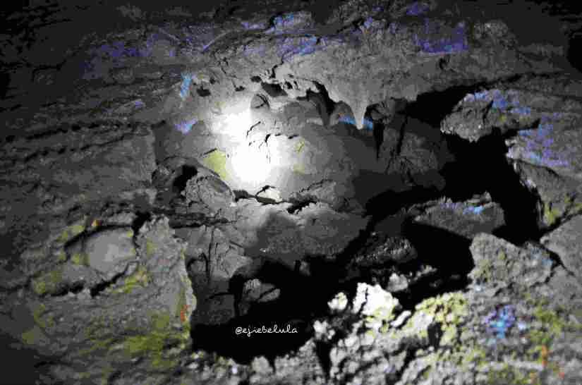 Jalan menuju Gua Istana yang mengerucut lebih kecil. Agak riskan jika melanjutkan hingga ke ujung gua. (doc pribadi)
