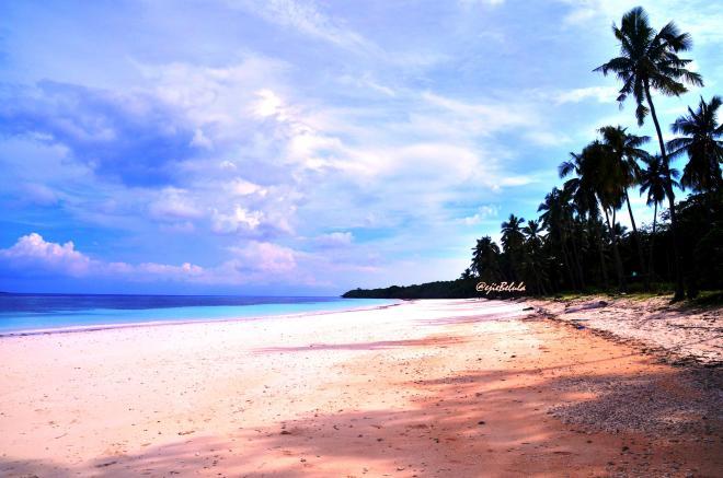 Pantai Bara diambil dari dive camp. Just like a sketch (editing saturation). (doc pribadi) (doc pribadi)