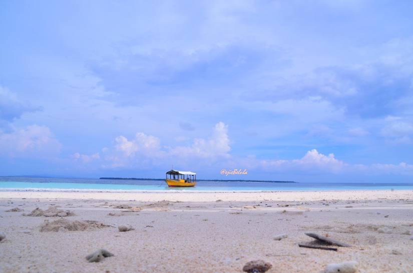 Pantai Bara diambil dari dive camp. (doc pribadi)