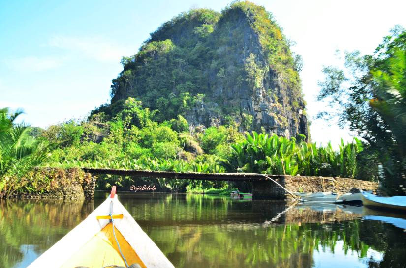 Bulu' Barakka tampak dari dermaga kecil Desa Sanlerang. (doc pribadi)