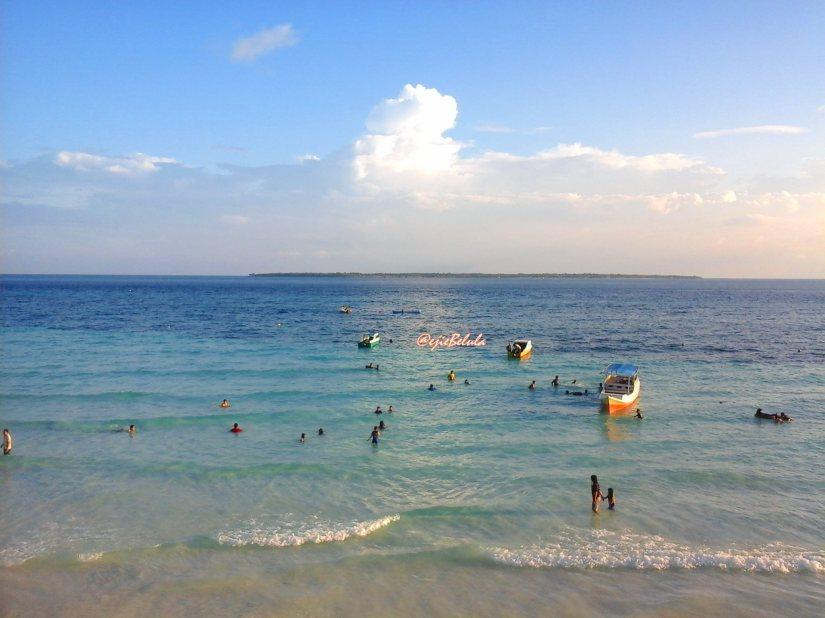 Diambil dari alun-alun Pantai Pasir Putih Tanjung Bira. (doc pribadi)