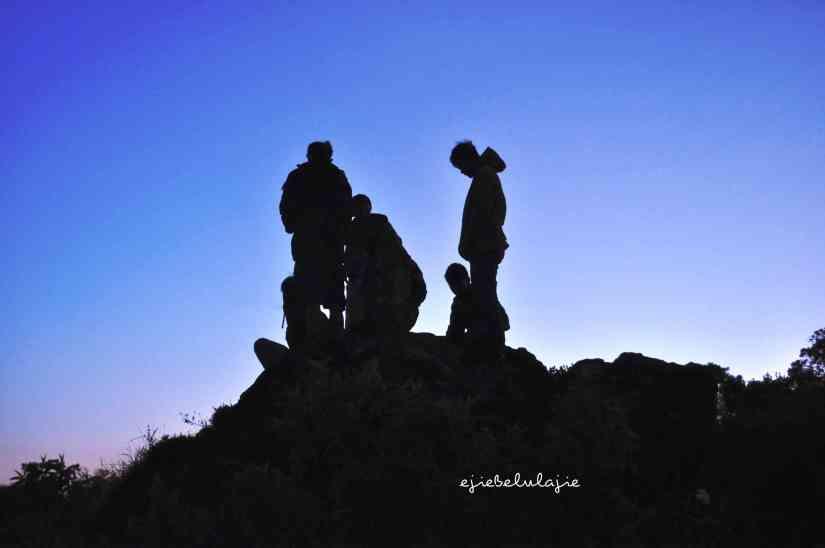 Menanti sunrise Gunung Tampomas (doc pribadi)