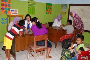 Pemeriksaan Gratis yang diadakan oleh Bimbel Koran. (doc Novriyanti)