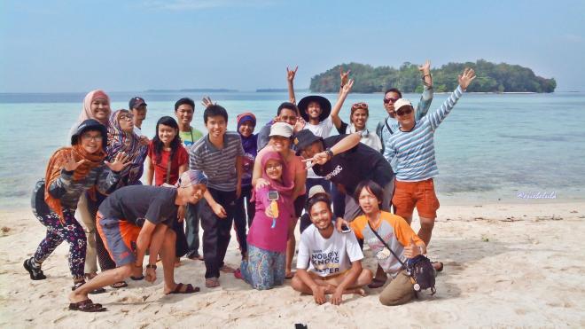 Keluarga Lapar at Pulau Papatheo. (doc pribadi, taken by anak kapal)