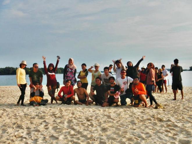 Foto keluarga di Pulau Perak. (doc Indri)