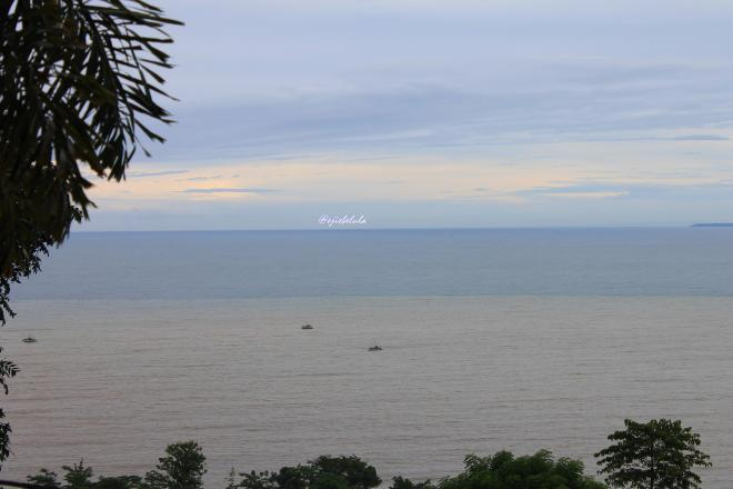Pantai Loji di pagi hari. Diambil pukul 09. 05 WIB, kondisi masih gerimis kecil. (doc pribadi)