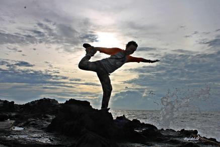 Yoga Budi di karang Pantai Loji. (doc pribadi)