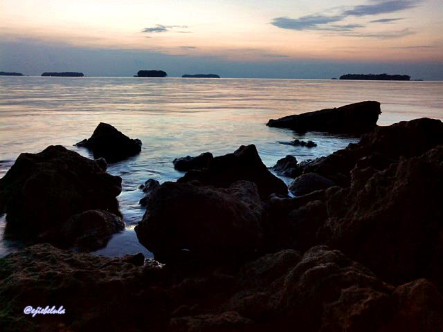 Sunrise Pulau Dolphin sisi bebatuan. (doc pribadi)