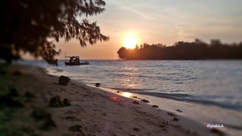 Percayalah bahwa sunset yang dinikmati dengan mata sendiri, lebih indah dari gambar ini. (doc pribadi)