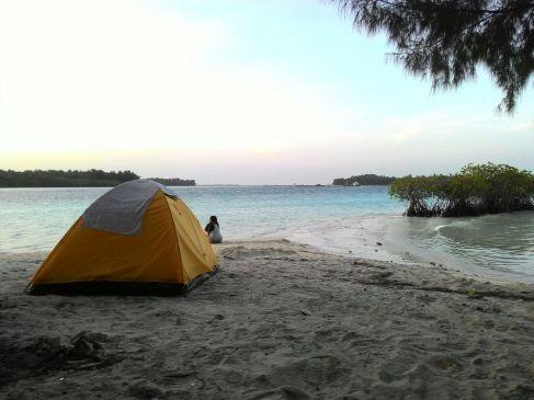 Pagi ceria diantara tenda dan mangrove. (doc Siska)