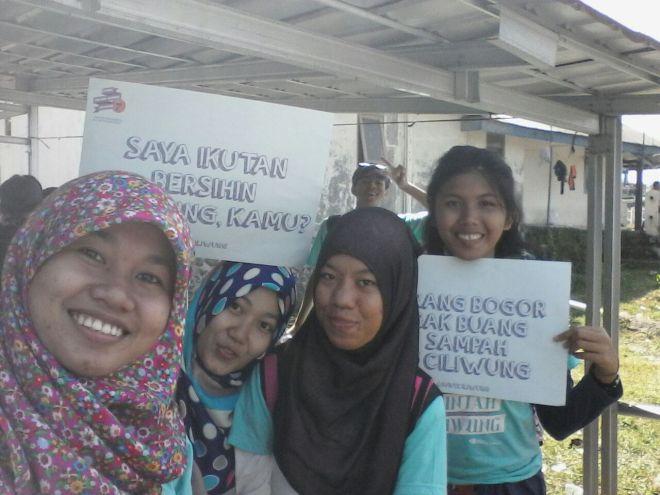 Jaya bersama teman volunteer Himpunan Mahasiswa Biologi Univ. Pakuan Bogor. (doc Jaya)